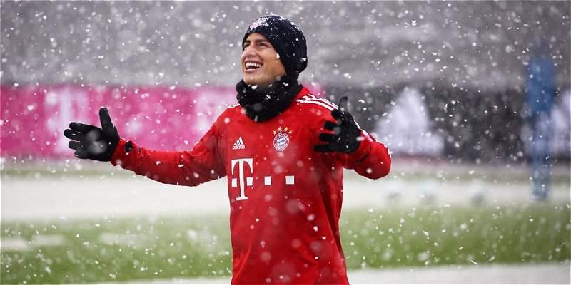Así se divirtió James Rodríguez en el frío entrenamiento del Bayern