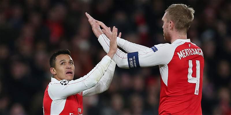 Sin David Ospina, Arsenal goleó 3-0 a Dinamo y espera clasificar