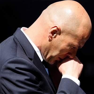 Zinedine Zidane tiene problemas en defensa