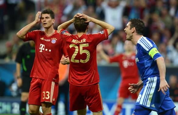 Jugadores del Celsea celebran luego de imponerse en la tanda de los penaltis.