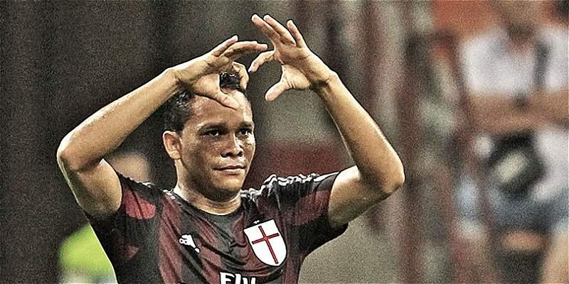 Carlos Bacca marcó en el triunfo de Milan 2-1 sobre Empoli
