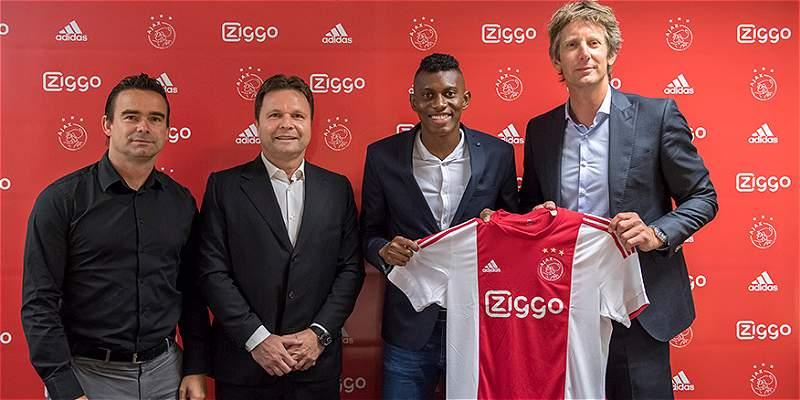 Mateo Casierra ya firmó con Ajax y fue presentado en su nuevo club