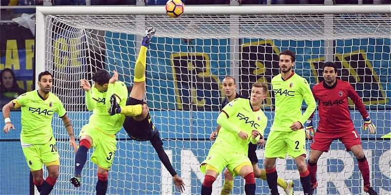 Con gol de chilena de Murillo, Inter venció 3-2 a Bolonia en Copa