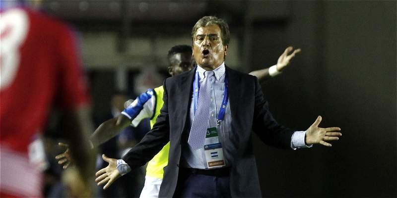 Pinto no podrá entrar a cancha en la que Honduras entrena en Panamá