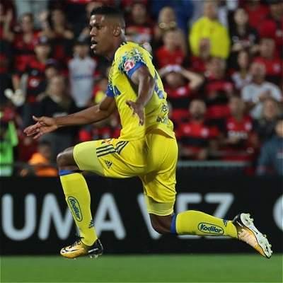 Orlando Berrío anotó gol en el triunfo 2-1 de Flamengo sobre Coritiba