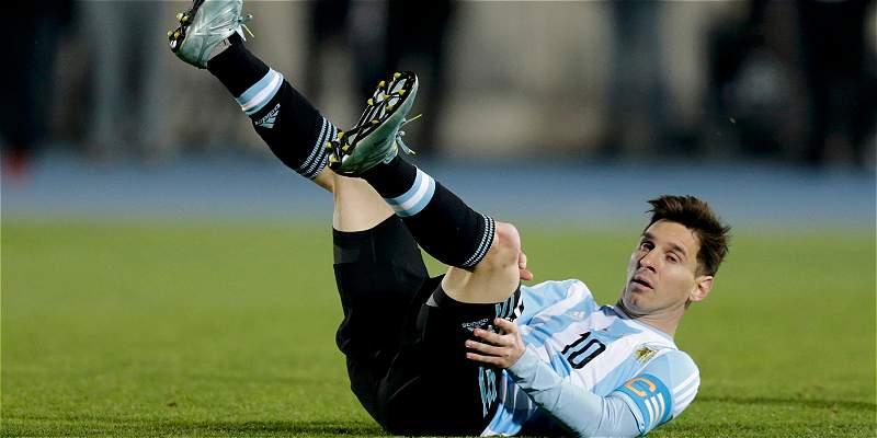 Duro con Messi: piden que le retiren la banda de capitán en Argentina