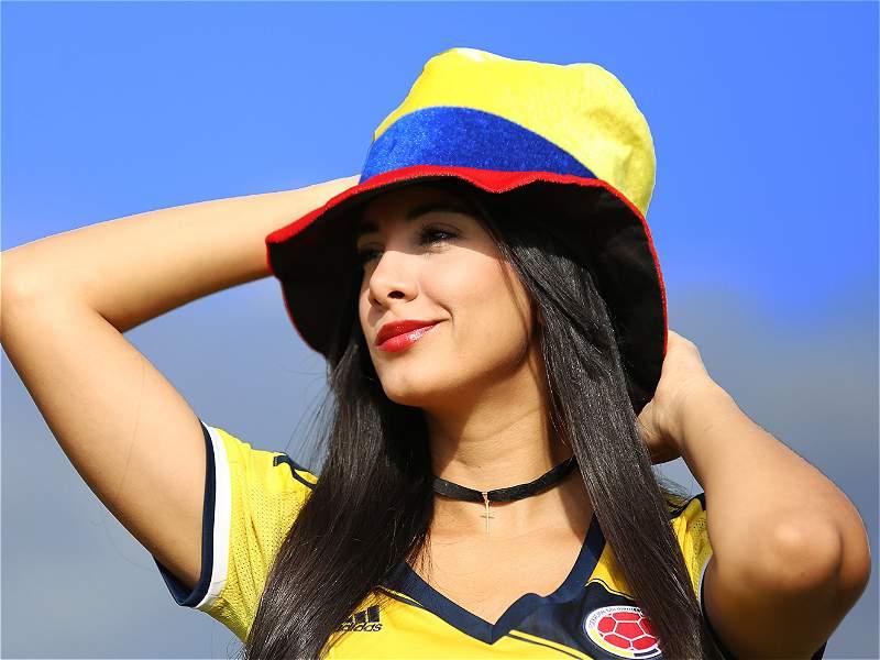 Camiseta Camiseta Camiseta Bien Puesta Colombia Fotos Con Con Con Con Cinco De En La Modelos wqBXxwU8