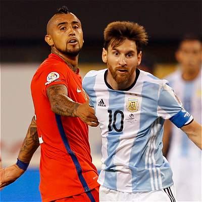 Vidal lamentó la renuncia de Messi de la selección de Argentina