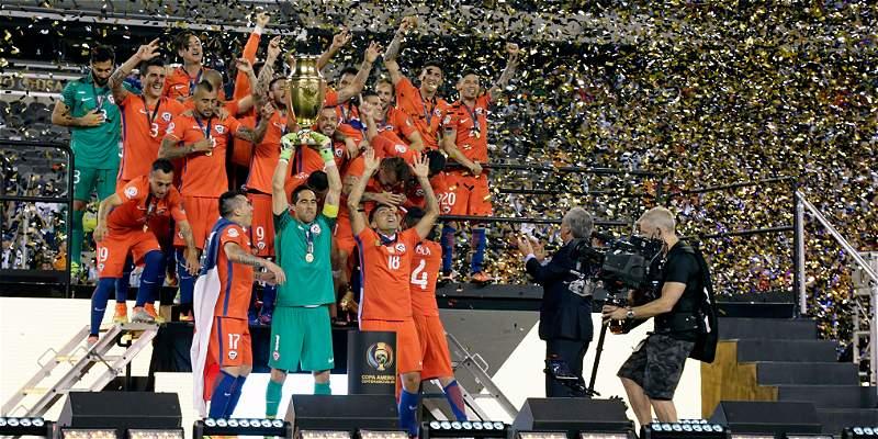 Chile regresó a su país tras la consagración en la Copa Centenario