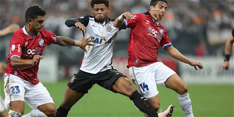 Nacional empató 2-2 con Corinthians y avanzó a cuartos de Libertadores