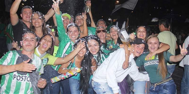 En los barrios populares de Medellín se festejó el título de Nacional