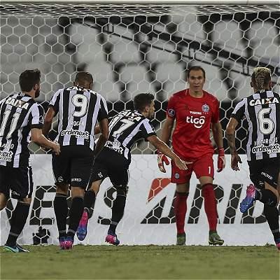 Un gol de chilena ilusiona al Botafogo: derrotó 1-0 a Olimpia