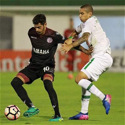 En el debut como local de Chapecoense, Lanús lo venció por 1-3