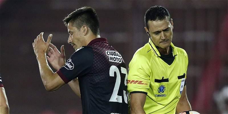 Roldán, primer árbitro en usar el VAR en Libertadores ¿Cómo le fue?