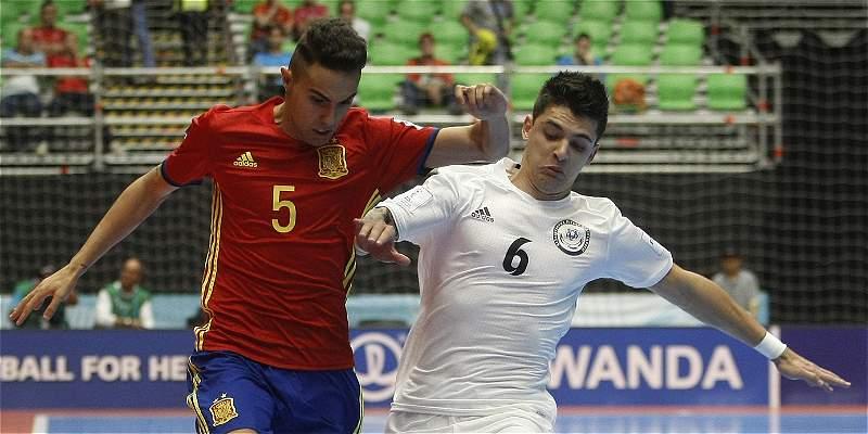 España sigue su camino al ansiado título: venció 5-2 a Kazajistán