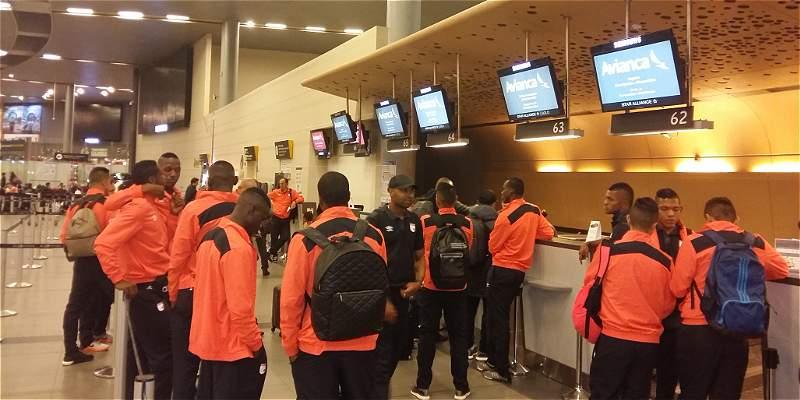 Santa Fe viajó con 17 jugadores a Argentina para enfrentar a Huracán