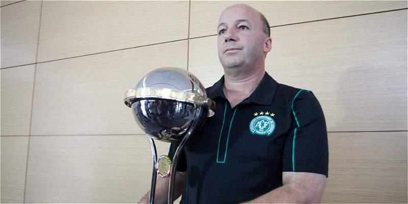 Chapecoense recibió réplica de Copa Suramericana por parte de Santa Fe