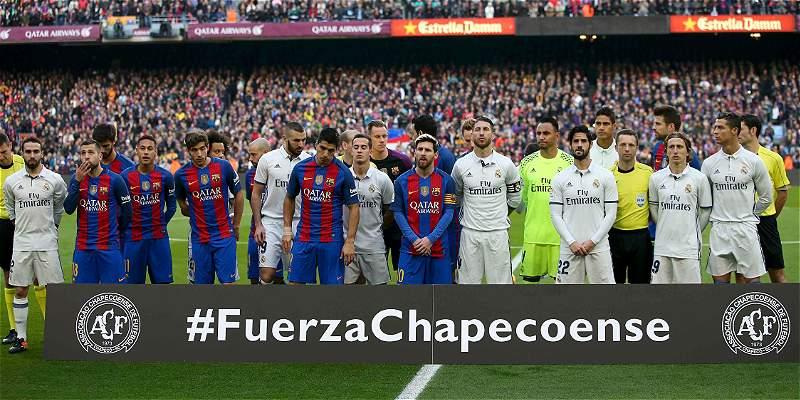 Con minuto de silencio, el Camp Nou rindió homenaje al Chapecoense