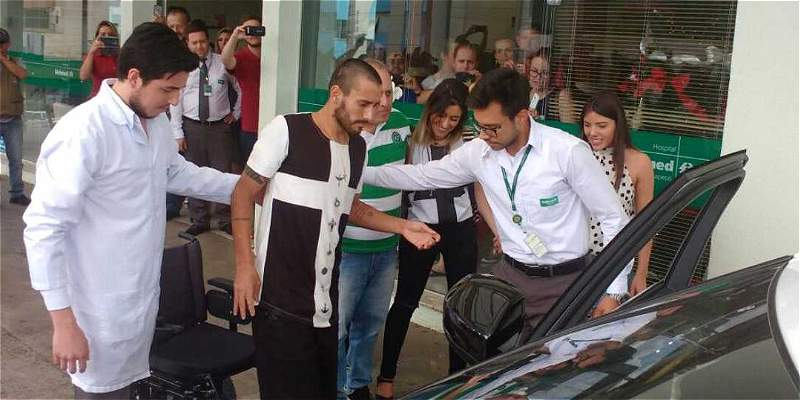 Ruschel, primer jugador de Chapecoense en salir del hospital en Brasil