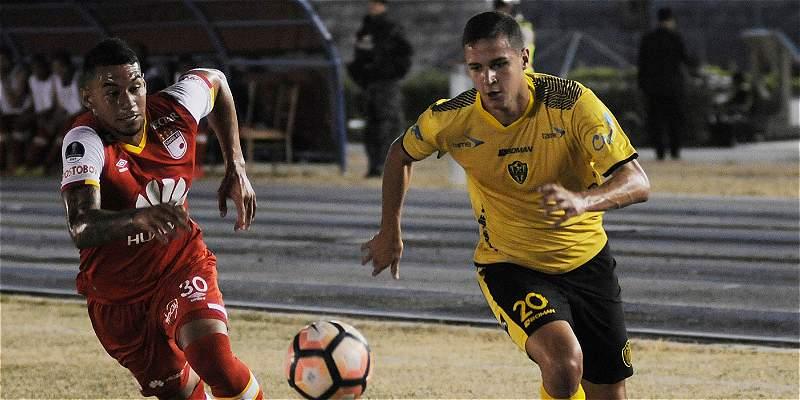 En un juego con poca emoción, Santa Fe igualó 1-1 con Fuerza Amarilla