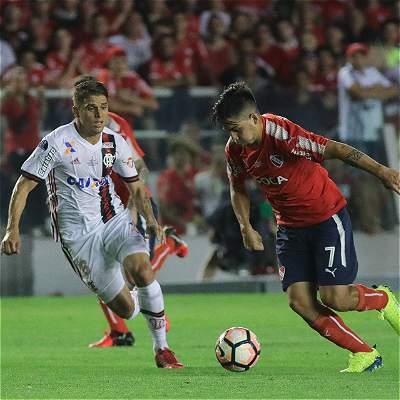 Flamengo, de Reinaldo Rueda, falló en casa de Independiente: cayó 2-1