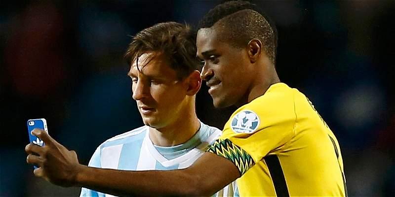 Messi, sorprendido por \'selfie\' con jamaiquino Brown tras partido