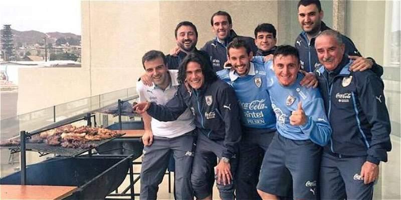 Con un asado, así festejó el plantel de Uruguay su paso a los cuartos