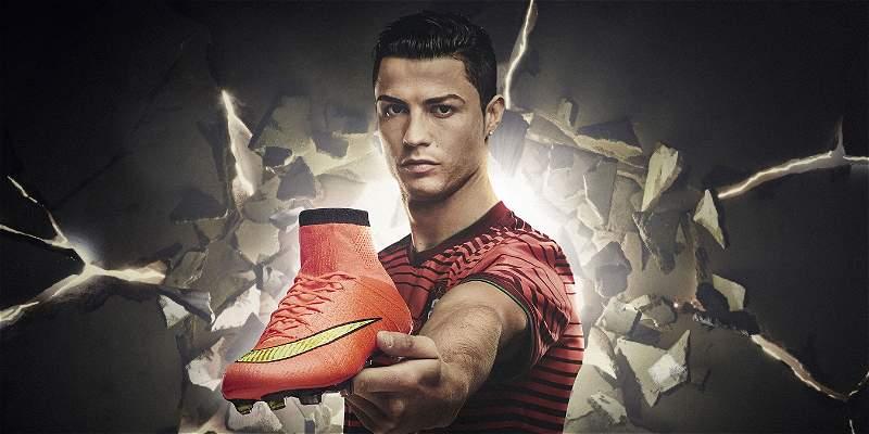 Aficionados en Bogotá probaron los guayos de Cristiano Ronaldo