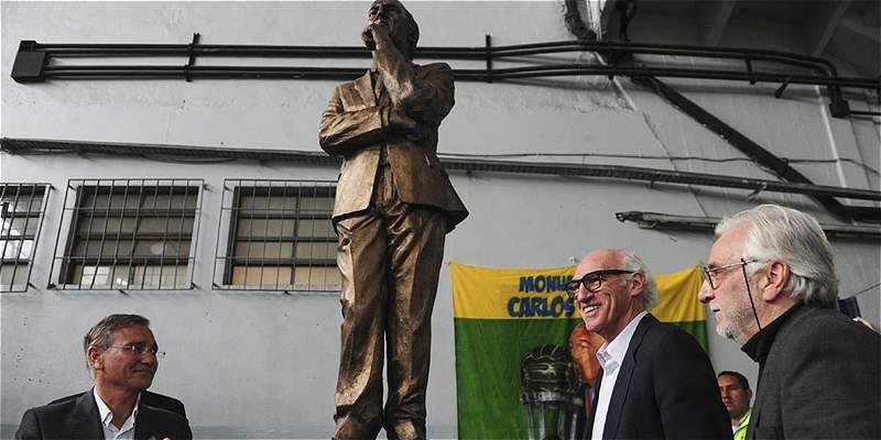 Boca Juniors homenajeó a Carlos Bianchi con una gigantesca estatua