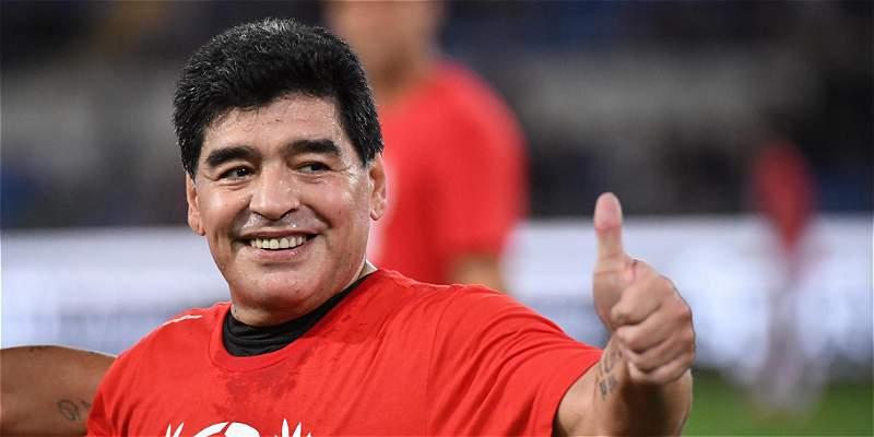 A Maradona se le olvidó el partido por la Paz y se encaró con Verón