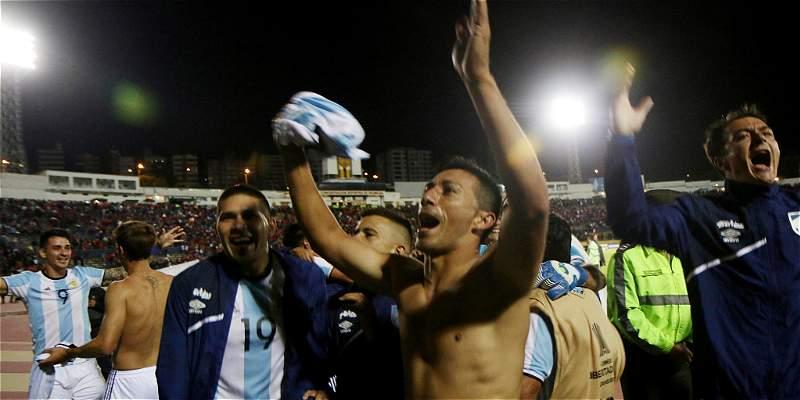 Atlético Tucumán, al club de equipos que usaron camisetas prestadas
