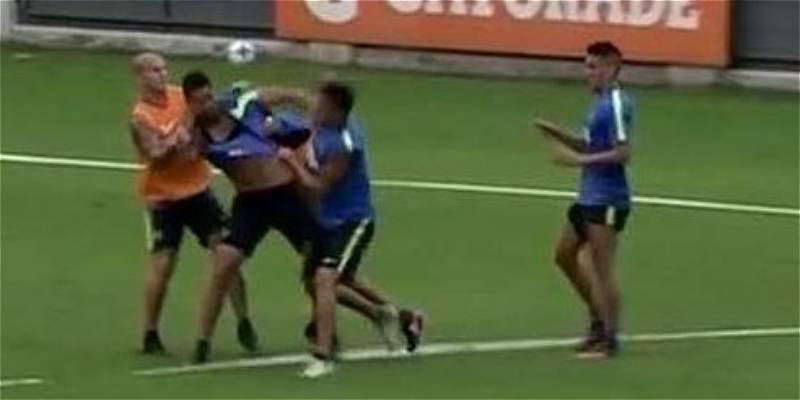 Jugadores de Boca, a las trompadas en el entrenamiento de este martes
