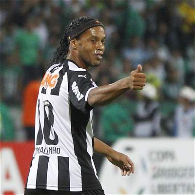 Ronaldinho anunció que su retirada del fútbol definitiva está cerca