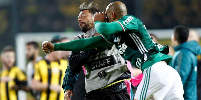 Peleas jugadores de Peñarol y Palmeiras