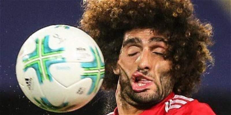 Fellaini recibió pelotazo y los memes no tuvieron piedad