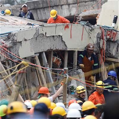 Estrellas del fútbol siguen muy cerca de las víctimas en México