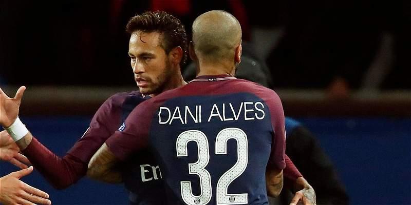 Alves y Neymar, los reyes de París: arman fiesta hasta en la calle