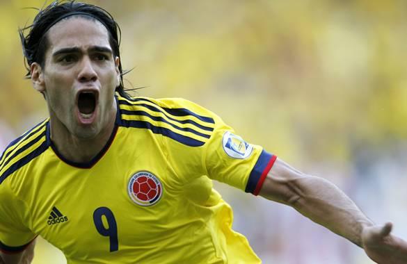 Radamel Falcao García celebra el gol que anotó al minuto 16 en el partido frente a Paraguay en la fecha nueve de la eliminatoria.