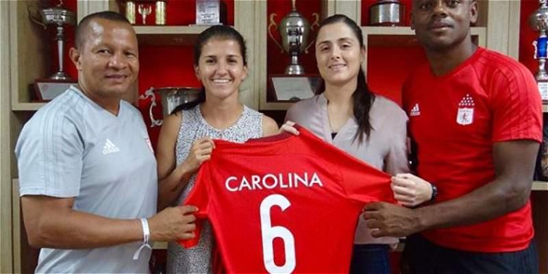 América femenino se refuerza con la incorporación de Carolina Pineda