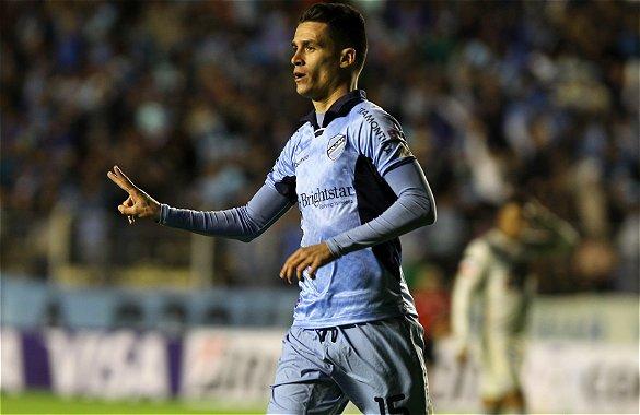 El español 'Juanmi' Callejón, hermano del futbolista del Nápoles, celebra el tanto logrado este miércoles en el triunfo de su equipo, el Bolívar, sobre el Emelec.