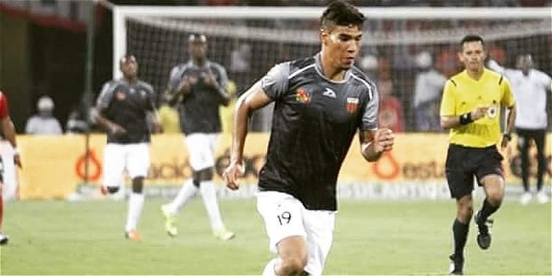Envigado llegó al techo de la Liga: venció 1-2 a Fortaleza y es líder