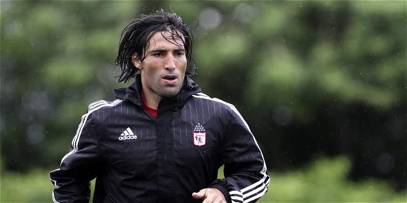 Ernesto \'Tecla\' Farías regresó este lunes a entrenamientos con América