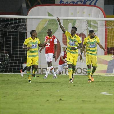 Bucaramanga remontó y se llevó la victoria 2-1 frente a Santa Fe