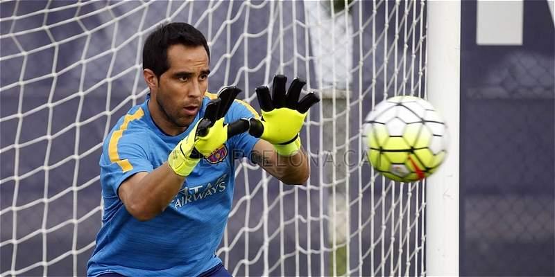 Claudio Bravo se incorporó a los entrenamientos del Barcelona