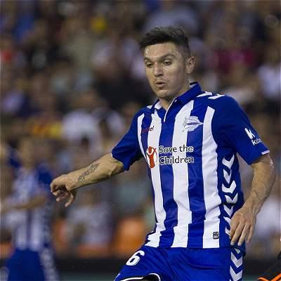 Daniel Torres será titular en el partido del Alavés contra Granada