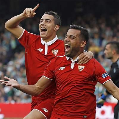 Sevilla no pierde pisada en Liga y se impuso en el derbi al Betis: 1-2