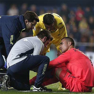 Sergio Asenjo, arquero de Villarreal, sufre lesión de ligamento cruzado