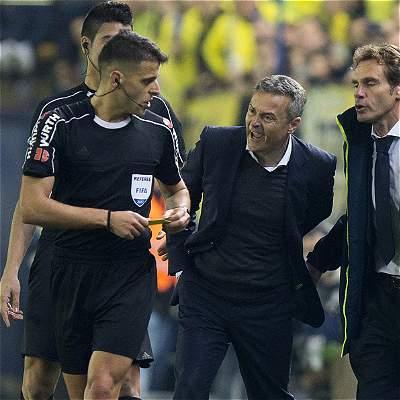 Polémica: juez de Villarreal-Madrid salió con obsequio del club blanco