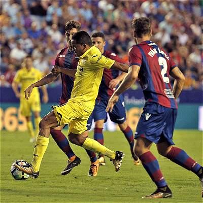 Carlos Bacca se estrenó en Villarreal