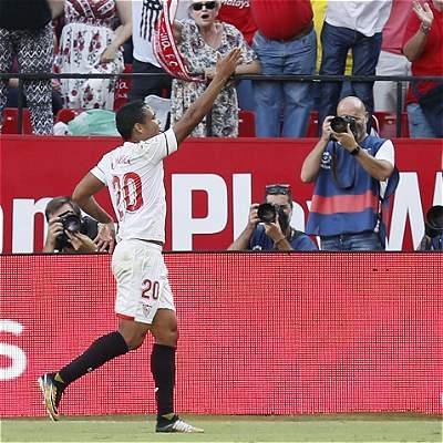 Luis Fernando Muriel selló el triunfo de Sevilla: 2-0 sobre Málaga